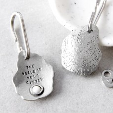 Kutuu  - 'The World Is Your Oyster' keyring